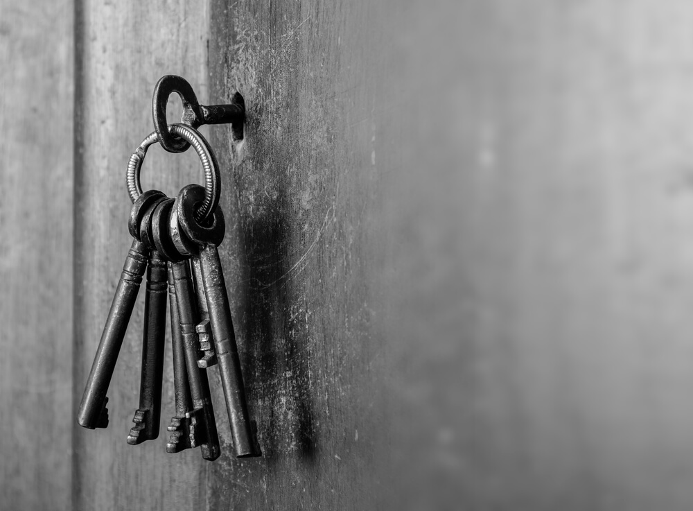 5 keys are set to open the door as symbolic of understanding solution selling better