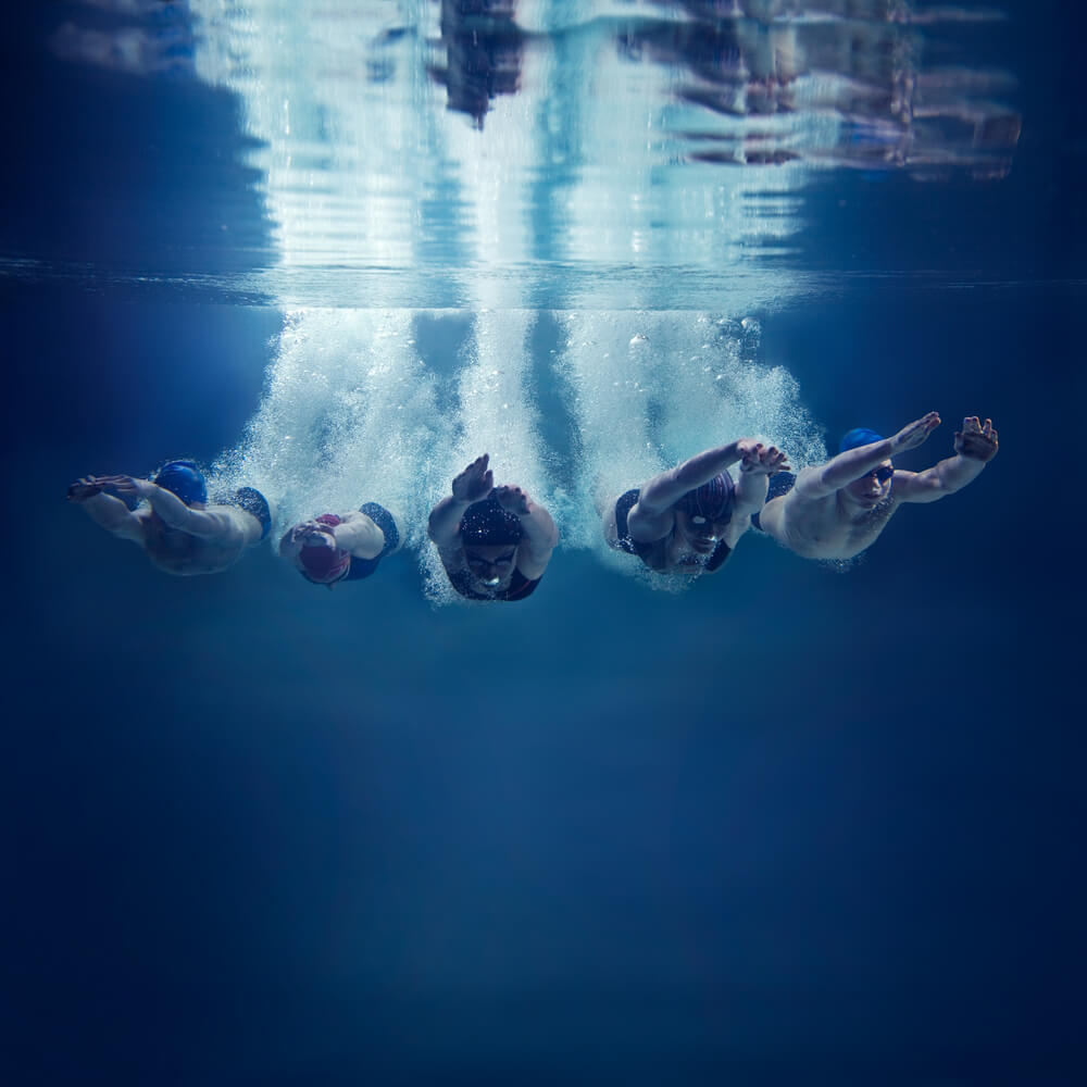 5 swimmers in perfect sync show how Top Sellers Align with their Buyers